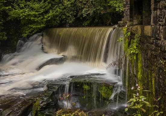 Aberdulais, UK: the onsite waterfall, without getting your feet wet.