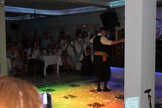 Dimitris Villas: griechischer Abend bei Dimitri