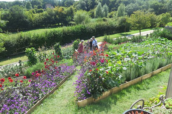Robertsbridge, UK: One of the beds at Perch Hill Farm