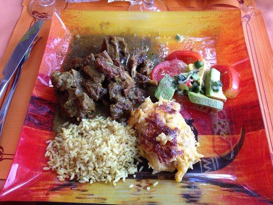 Saint Louis, Guadalupe: Colombo de cabri. Gratin de banane jaune et riz