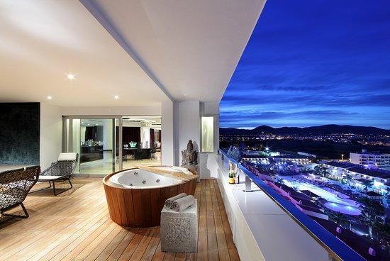 Ushuaia Ibiza Beach Hotel : Suite