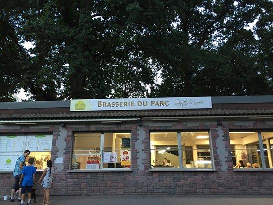 Restaurant brasserie restaurant du parc sainte marie dans for Restaurant avec parc