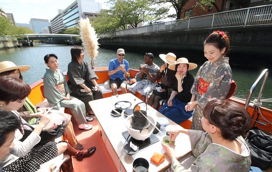 ‪Matcha Tea Ceremony Experience on Boat‬