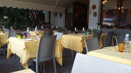 Bianzone, Italia: la sala estern dell'Altavilla