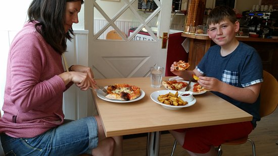 Muthill, UK: The Haagis pizza is the best ;)