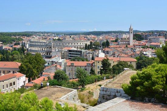 Pula, Hırvatistan: Blick auf das Theater