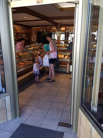 Forchheim, Alemania: plenty cakes and bakeries varieties in its shop