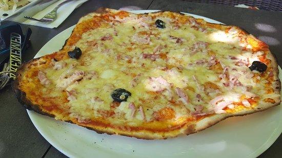 Chateauneuf-de-Gadagne, Frankrijk: pizza margherita al forno a legna