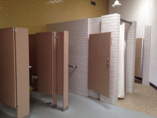 Littleton, CO: Clean restrooms & laundry facilities