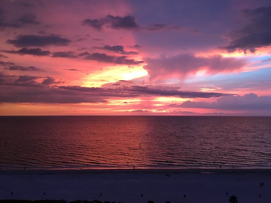 Hyatt Regency Clearwater Beach Resort & Spa: The gorgeous sunset from the patio in our suite