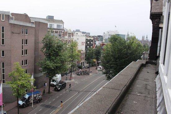Hotel Sint Nicolaas: zdjęcie zrobione aparatem z wyciągniętymi do góry rękoma , oczy nic nie zobaczą :) za wysoko okn