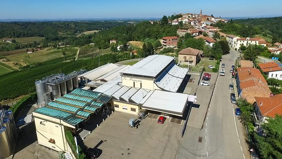 Maranzana, Italy: Front view of the winery
