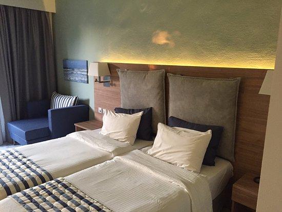 Acharavi Beach Hotel: Zimmer 301, Das Zimmer ist tip-top! Inkl. AC und Deckenventilator