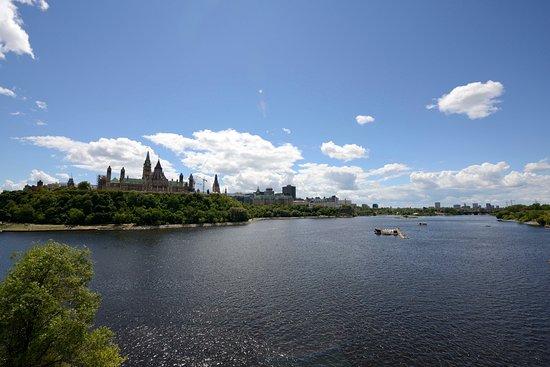 Alexandra Bridge : Panoramica sul fiume e sulla collina del parlamento