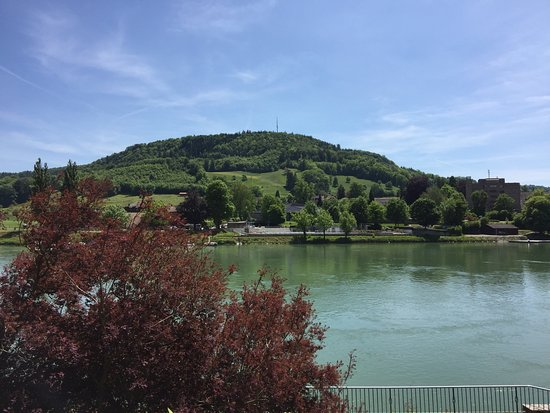 Laufenburg, Allemagne : Schöner Biergarten am Rhein