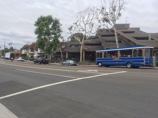 Laguna Beach Trolley: Шаттл со стороны