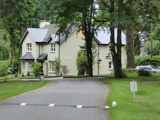 Ballyseede Castle: Lodge house.