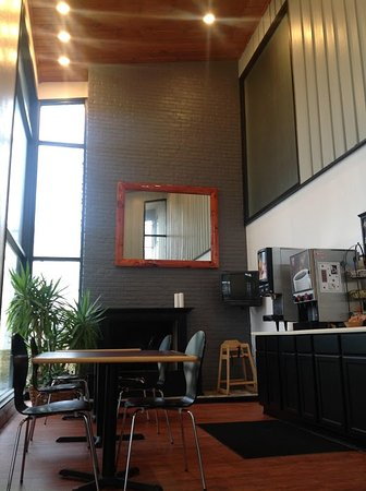 Americas Best Value Inn - Lodge on the Green: Breakfast Area