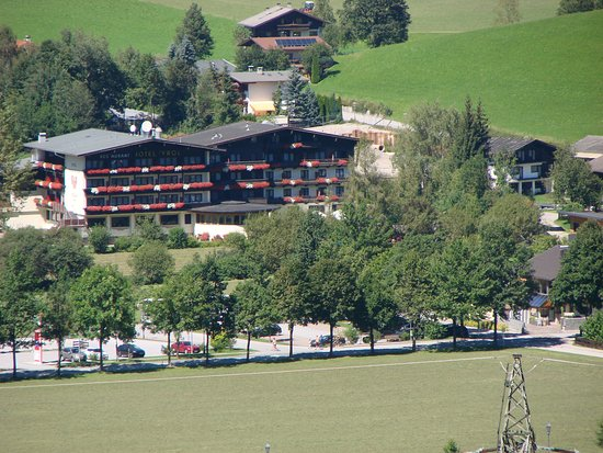 Hotel Tyrol am Wilden Kaiser: View of the hotel from a nearby hill