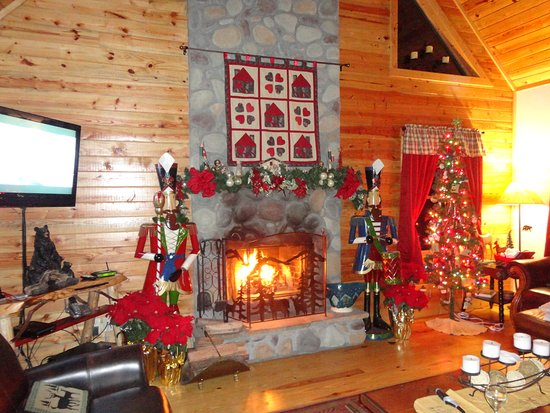 Tanglewood Cabins: Christmas at Ruhe Haus