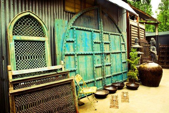 Red Ramia Trading: Outdoor architechural
