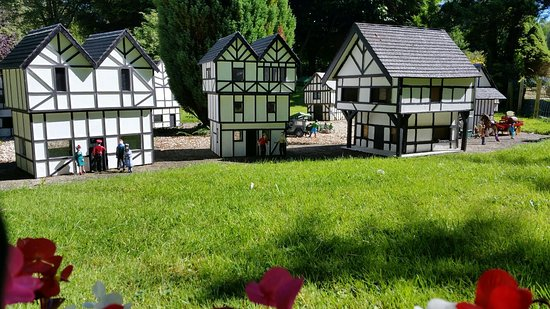 Blackpool Model Village & Gardens: 20160829_140702_large.jpg