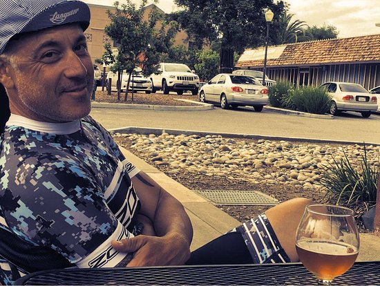 Morgan Hill, Kalifornia: Sipping a Belgian ale after a ride