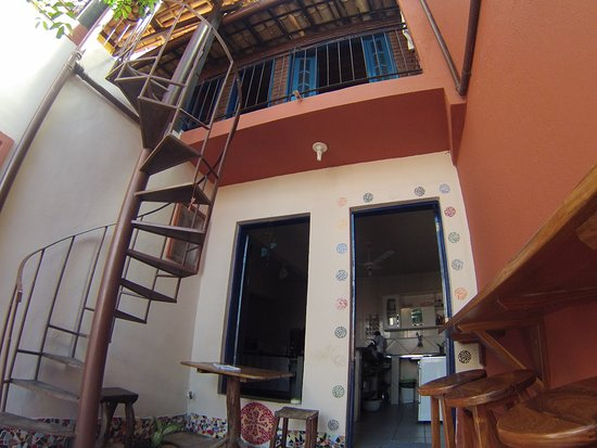Hostel - Albergue de Lencois Backpackers: Cozinha e área externa