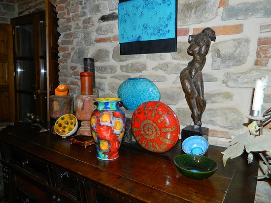 Castiglion Fiorentino, Italia: Some pieces in our collection