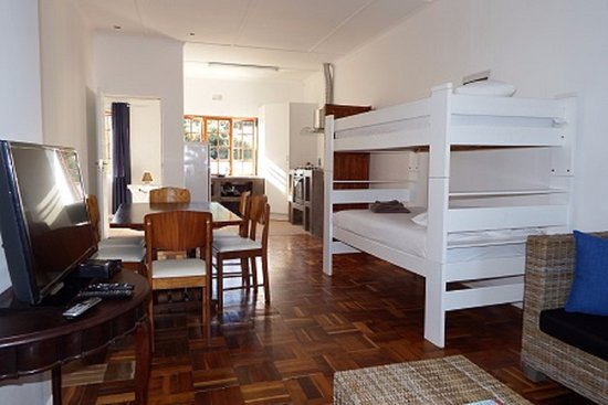 Beauchamp Place Guesthouse: Upper Level Self-Catering Family Unit