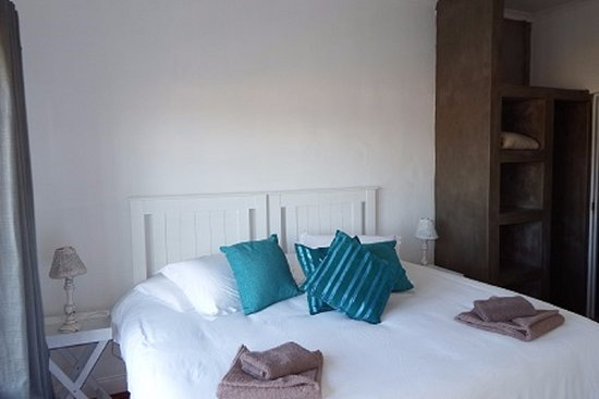 Beauchamp Place Guesthouse: Upper Level Self-Catering Family Unit Main Bedroom