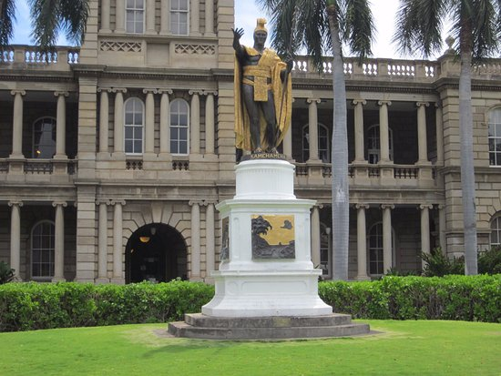 King Kamehameha Statue: 立派な像でした!!