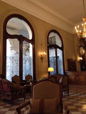 Regina Hotel: 窓の形も素敵💛