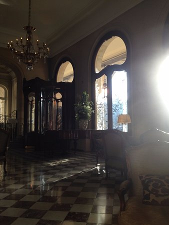 Regina Hotel: シャンデリアも素敵💛