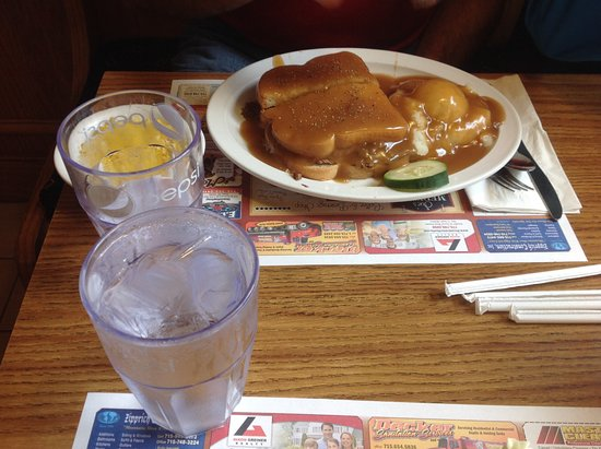 เมดฟอร์ด, วิสคอนซิน: Beef Pot Roast Sandwich with Gravy and Mashed Potatoes