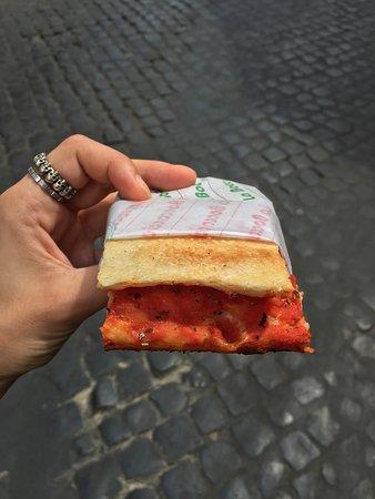 La Boccaccia: Pizza rossa per me, grazie!