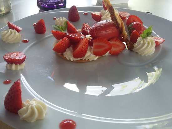 Saint-Avit-Senieur, Fransa: fraises périgourdines sur glace et crème chantilly