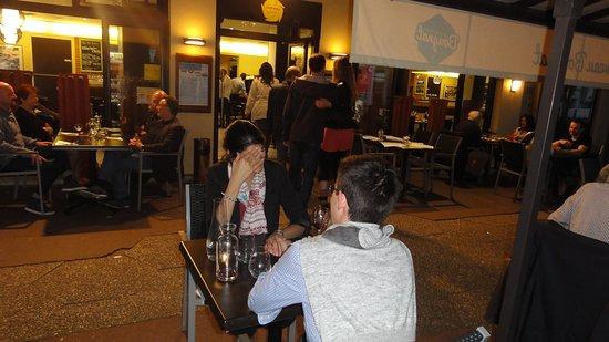 Asnieres-sur-Seine, Frankrike: Toujours une ambiance très sympa