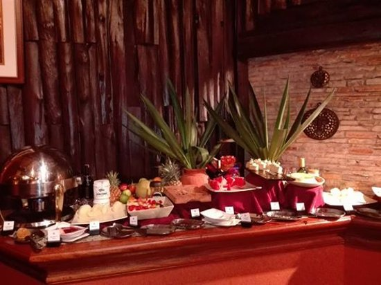 Fairmont Mara Safari Club: Lavish five star Buffet