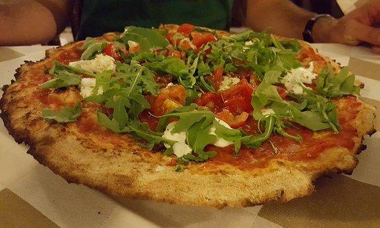Melzo, Italia: Pizza integrale: Fata Turchina + rucola