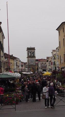 Porta vecchia o torre civica este italy top tips - La vecchia porta ...