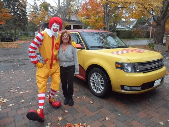 Beaverton, Canadá: Even Ronald needs to have a place to stay!