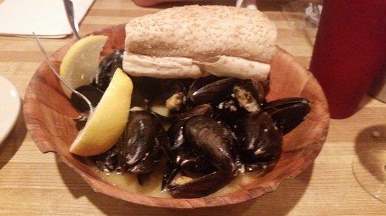 Voorhees, NJ: Mussels with garlic sauce