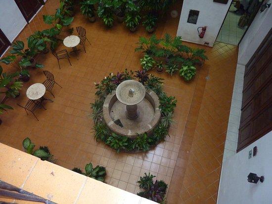 Hotel del Tejadillo: Il cortiletto interno con fontana