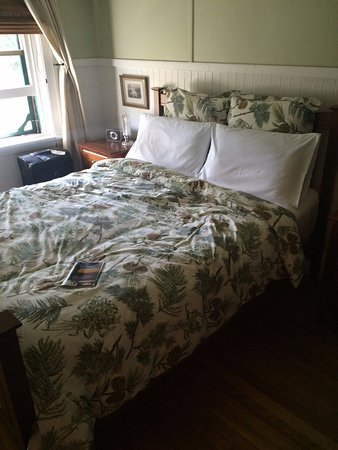 Labelle, Canada: Very comfy bed in Room 1