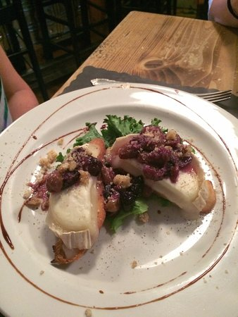 Labelle, Kanada: A chicken and cheese dish that was amazing
