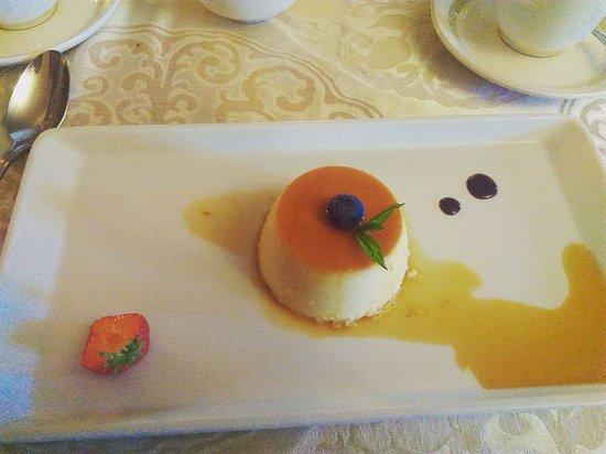 White Gables Restaurant : Beautiful creme caramel