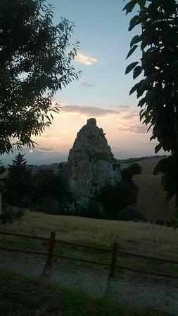 Salcito, Italien: la Morgia dei Briganti (tramonto)