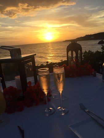 Gregory Town, Eleuthera: Sunset Dinner