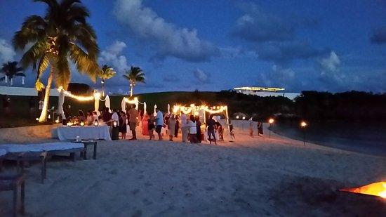 Gregory Town, Eleuthera: Welcome Dinner: beach bonfire dinner
